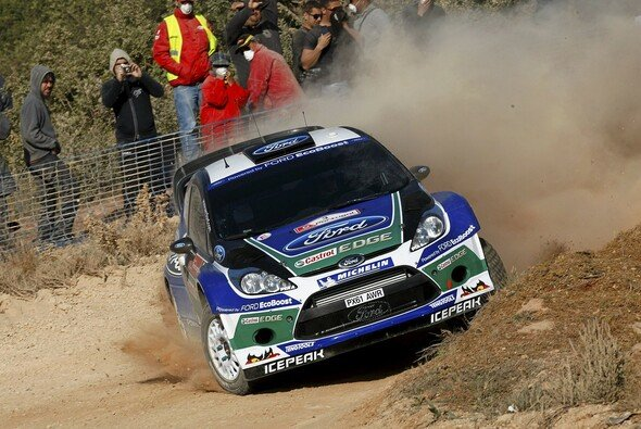 Jari-Matti Latvala führt die Rallye hauchdünn an