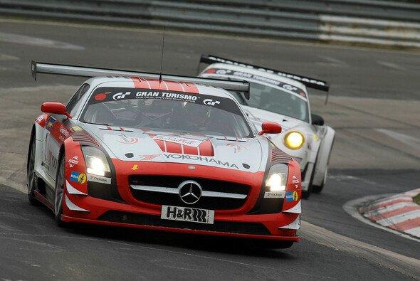 Bernd Schneider und Jeroen Bleekemolen waren im roten SLS von Black Falcon am schnellsten unterwegs