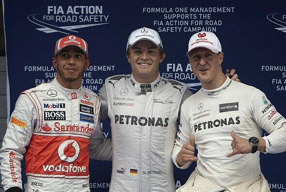 Lewis Hamilton folgt bei Mercedes Michael Schumacher nach - Foto: Mercedes AMG