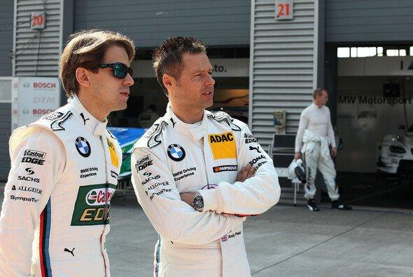 Skeptische Blick: Wie schlagen sich Augusto Farfus und Andy Priaulx in München? - Foto: BMW AG