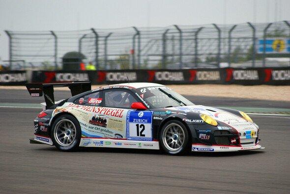Der Wochenspiegel-Porsche fuhr im Nachtqualifying die schnellste Runde - Foto: Sönke Brederlow
