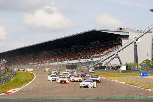 Der Start zum 40. 24-Stunden-Rennen auf dem Nürburgring