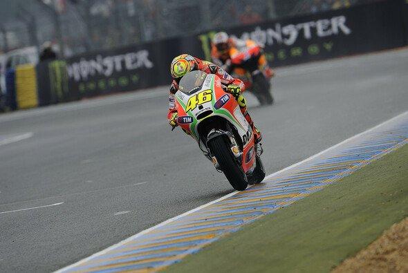 Valentino Rossi auf der Suche nach Hinterradgrip - Foto: Bridgestone