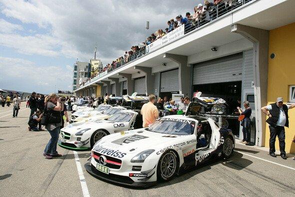 Vor der Box des Heico-Teams beim letztjährigen GT-Masters-Gastspiel auf dem Sachsenring