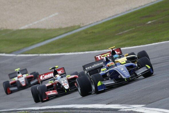 Will Stevens will kommende Saison ganz vorne mitfahren - Foto: WS by Renault