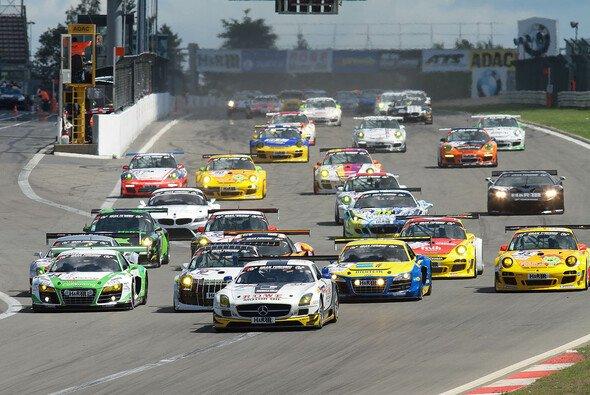 Sieg für Rowe Racing am Nürburgring