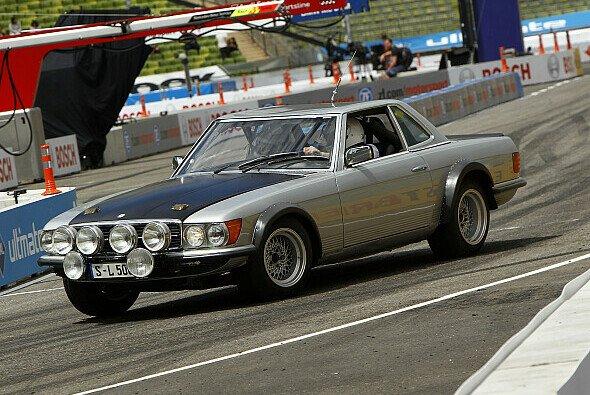 Glück gehabt: Norbert Haug ließ den Mercedes SL 500 gerade noch einmal ganz - Foto: DTM