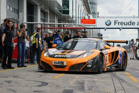 Der Dörr-McLaren ist auch 2013 in der VLN am Start - Foto: Sönke Brederlow