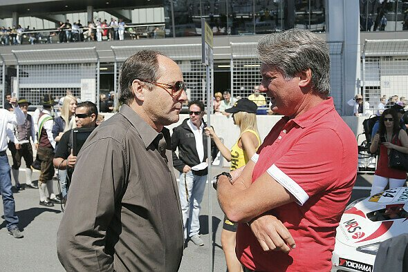 Der ITR-Vositzende Gerhard Berger und ADAC-Sportpräsident Hermann Tomczyk 2012 im Gespräch - Foto: ADAC GT Masters