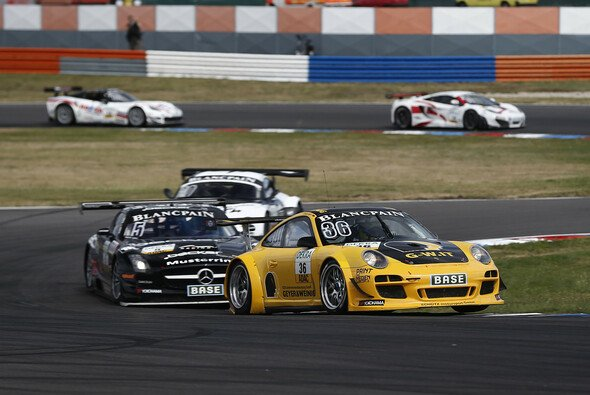 Christian Engelhart und Nick Tandy feiern ihren zweiten Sieg auf dem Lausitzring