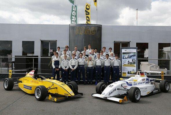 Die jungen Piloten konnten erstmals erleben, wie sich Formel-Boliden so fahren - Foto: ADAC Formel Masters