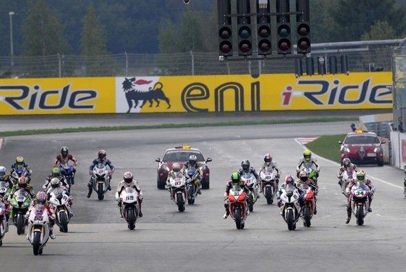 15 Saisonstationen stehen für die Superbikes 2013 auf dem Programm