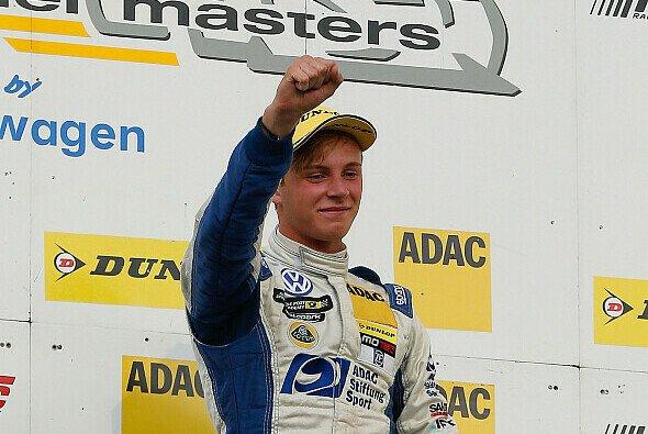 Marvin Kirchhöfer hat allen Grund zum Feiern - Foto: ADAC Formel Masters