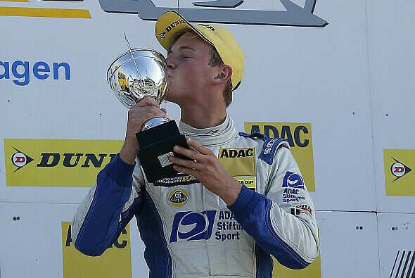Marvin Kirchhöfer sicherte den Titel mit einer beeindruckenden Aufholjagd - Foto: ADAC Formel Masters