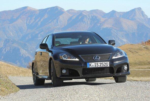 Der Lexus IS F kommt nun noch sportlicher daher - Foto: Lexus