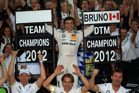 Am Ziel angekommen: Bruno Spengler gewinnt die DTM-Meisterschaft 2012 - Foto: RACE-PRESS