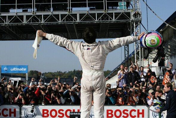 Die Konkurrenz zieht den Hut vor Bruno Spengler und BMW - Foto: RACE-PRESS