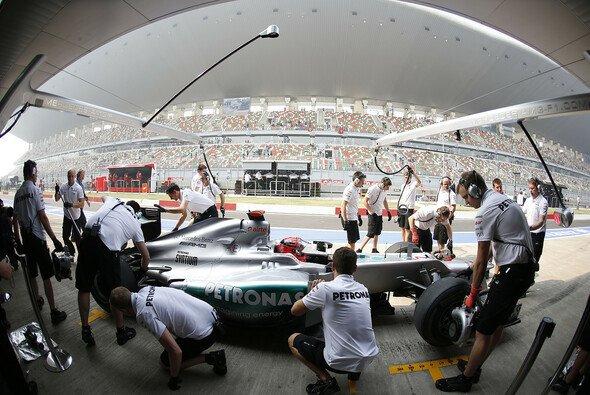 Michael Schumacher musste nach der ersten Runde zum Reifenwechsel