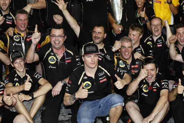 Kimi Räikkönen hat sein Team eingekleidet - Foto: Lotus F1 Team
