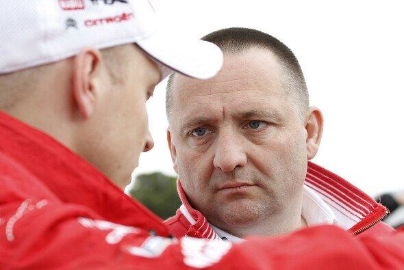 Yves Matton glaubt an das Potenzial von Mikko Hirvonen - Foto: Citroen