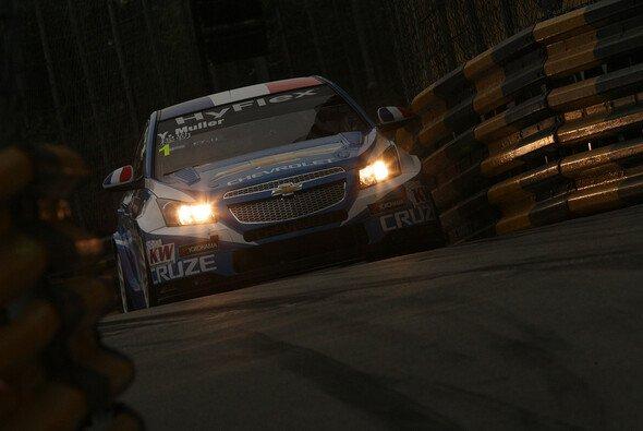 Yvan Muller hat den ersten Lauf in Macau gewonnen
