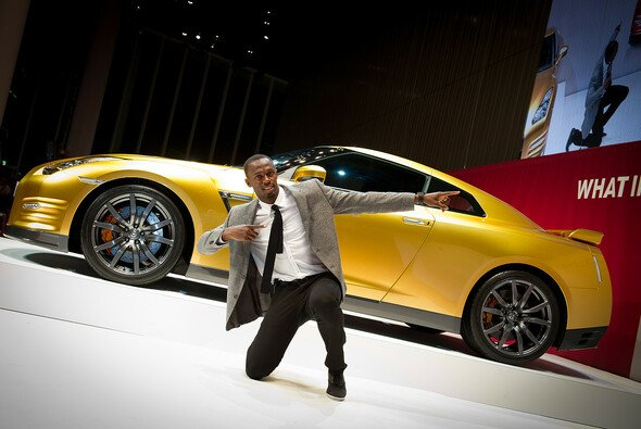 Usain Bolt posiert für einen guten Zweck - Foto: Nissan