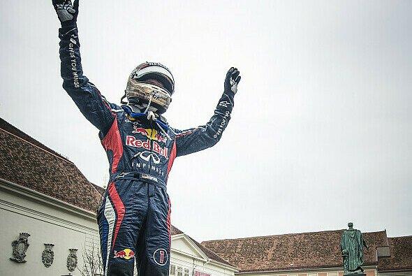 Sebastian Vettels Rennanzug brachte einen ordentlichen Erlös