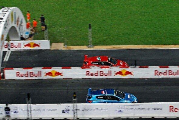 Kopf an Kopf ging es im Scirocco zur Sache - Foto: Race of Champions