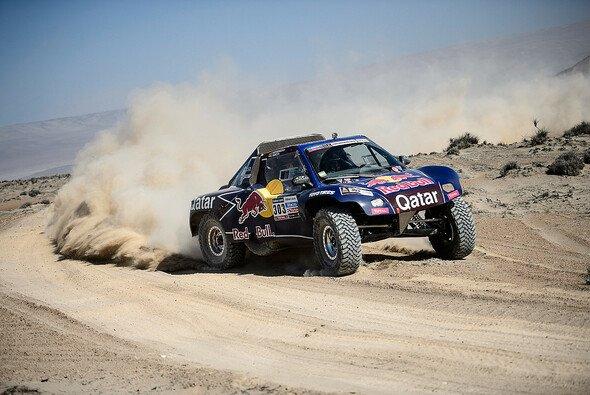 Sainz und Al-Attiyah wollen den Buggy weiterentwickeln - Foto: Red Bull/GEPA