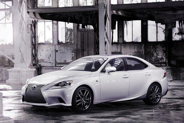 Der neue Lexus IS debütiert auf der Detroit Motor Show