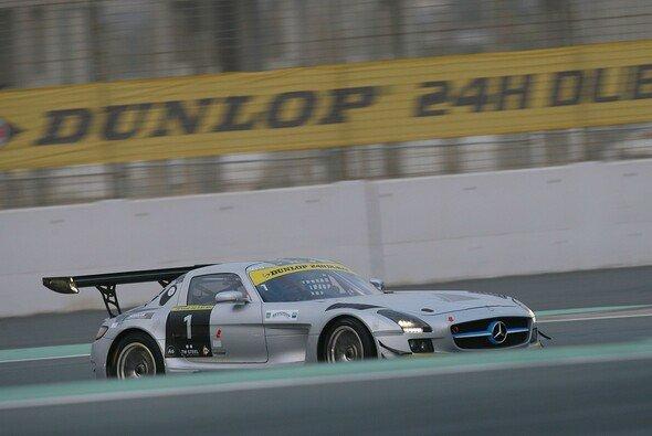 Sean Edwards auf im neuen SLS-Chassis auf der Dubai-Strecke