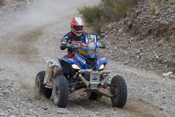 Marcos Patronelli fliegt in Richtung Ziel - Foto: Dakar Press