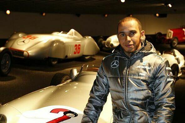 Lewis Hamilton plant mit Teamchef Ross Brawn