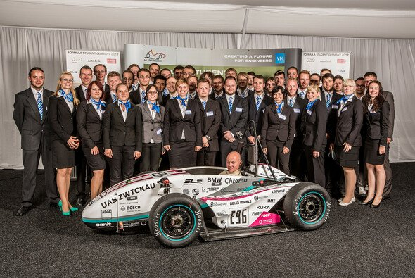 Die Mitglieder des WHZ Racing Teams bei der Formula Student Germany