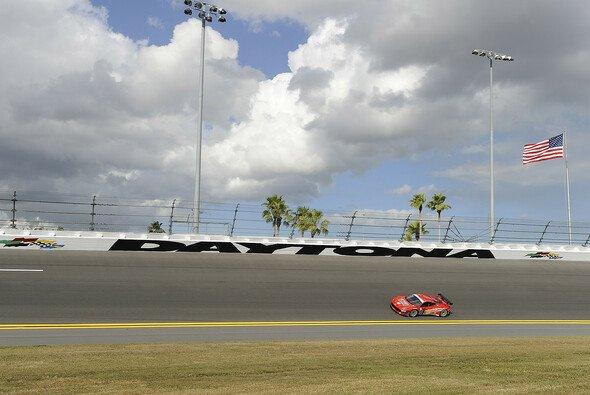 Einige Wolken über dem Daytona International Speedway