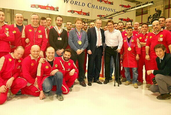 Alessandro Zanardi inmitten der Ferrari-Familie