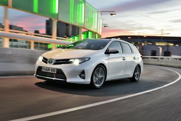 Der Auris kommt erstmals auch als Kombi - Foto: Toyota