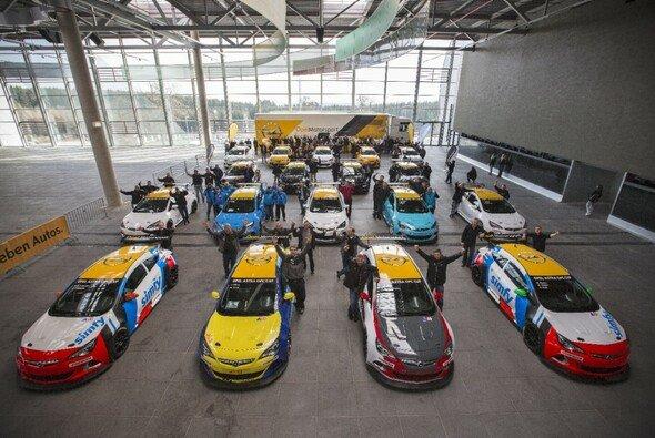 18 Opel Astra OPC Cup kämpften um den Premieren-Sieg