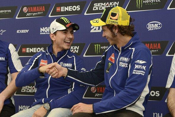 Jorge Lorenzo und Valentino Rossi: Weltmeister unter sich - Foto: Yamaha