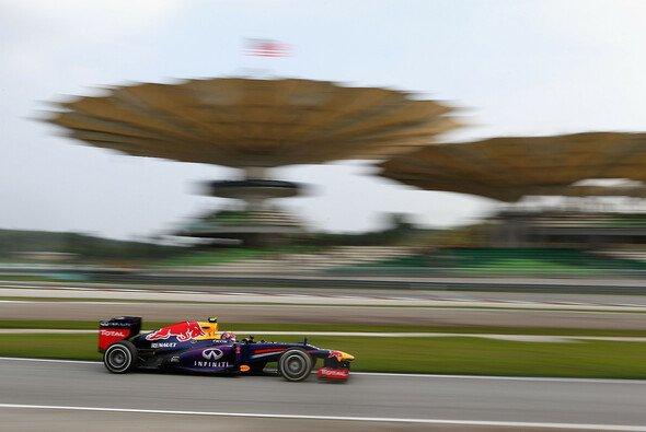 Sebastian Vettel auf Pole in Malaysia - gejagt vom Ferrari-Duo - Foto: Red Bull