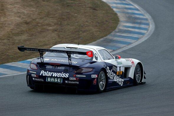 Der SLS AMG GT3 mit dem Polarweiss-Logo war am schnellsten unterwegs
