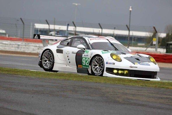 Das Porsche AG Team Manthey startet in Belgien mit zwei Boliden