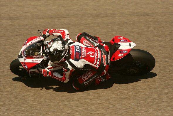 Carlos Checa war trotz geringer Punkteausbeute nicht ganz unzufrieden - Foto: Ducati Alstare