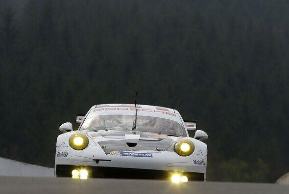 Der 911 RSR von Lieb, Lietz und Dumas auf dem Weg in seine Box - Foto: Porsche
