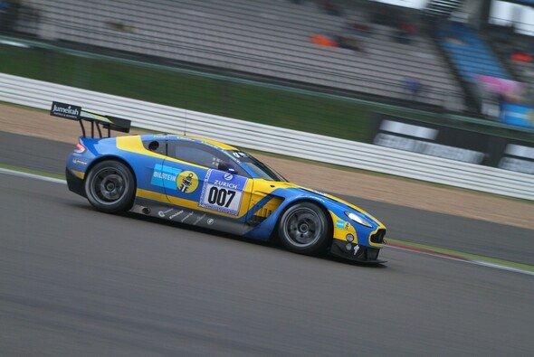 Aston Martin schickt erneut den Bilstein-Boliden zum Klassiker