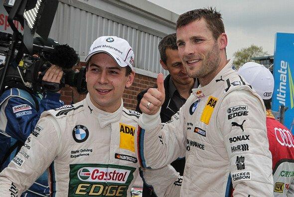 Martin Tomczyk zeigt es an: Ich bin die Nummer eins - Foto: RACE-PRESS
