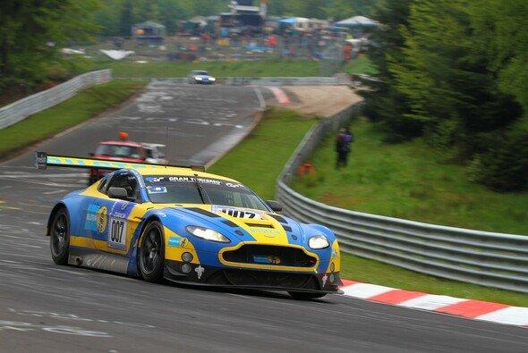 Stefan Mücke brachte den Aston Martin auf Rang zehn ins Ziel - Foto: Patrick Funk