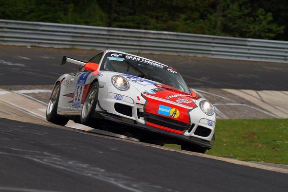 Der Porsche vom PoLe Racing Team hat nur noch Schrottwert - Foto: Patrick Funk