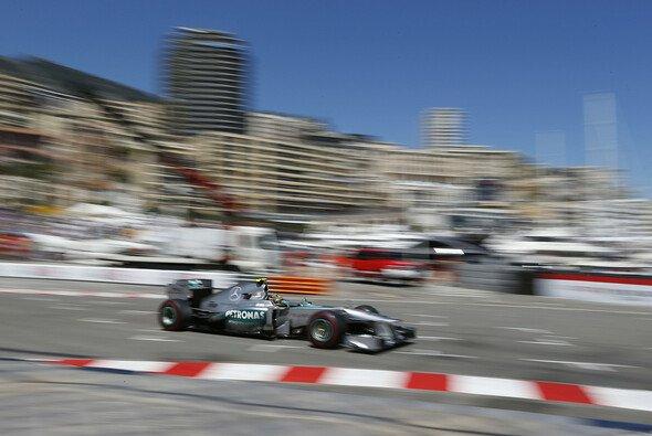 Von Bummel-Tempo will Lewis Hamilton nichts wissen - Foto: Mercedes-Benz