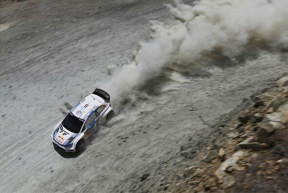 Sebastien Ogier will nach der Griechenland-Enttäuschung wieder angreifen - Foto: Volkswagen Motorsport